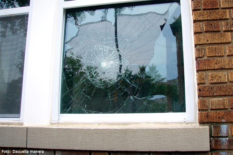 Cómo retirar los cristales rotos de ventanas o puertas | Como hacer